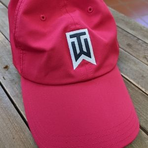 TIGER WOODS RED NIKE GOLF HAT